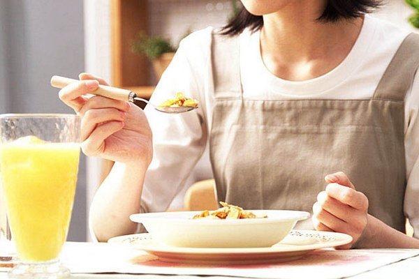 きれいに爪を伸ばすためにダイエットは禁物